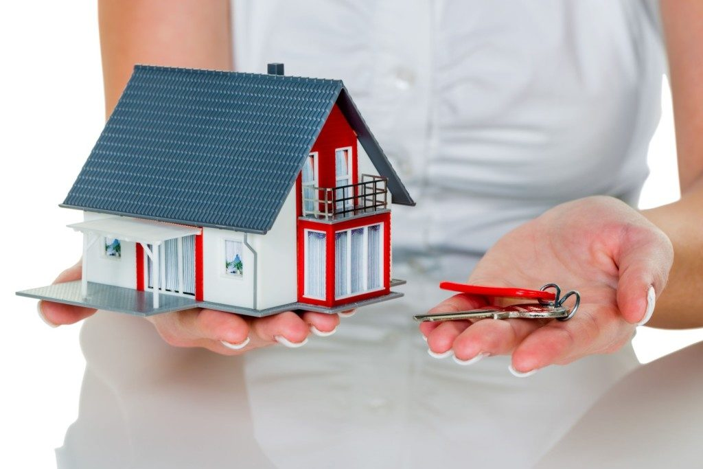 Taking a Home Loan? Check the Pros and Cons of Interest Rates First